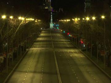 El Paseo de la Castellana en Madrid, desierto