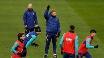 Koeman dirige el entrenamiento