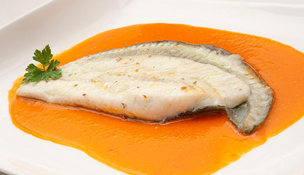 Receta de rodaballo con salsa de pimientos, de Karlos Arguiñano