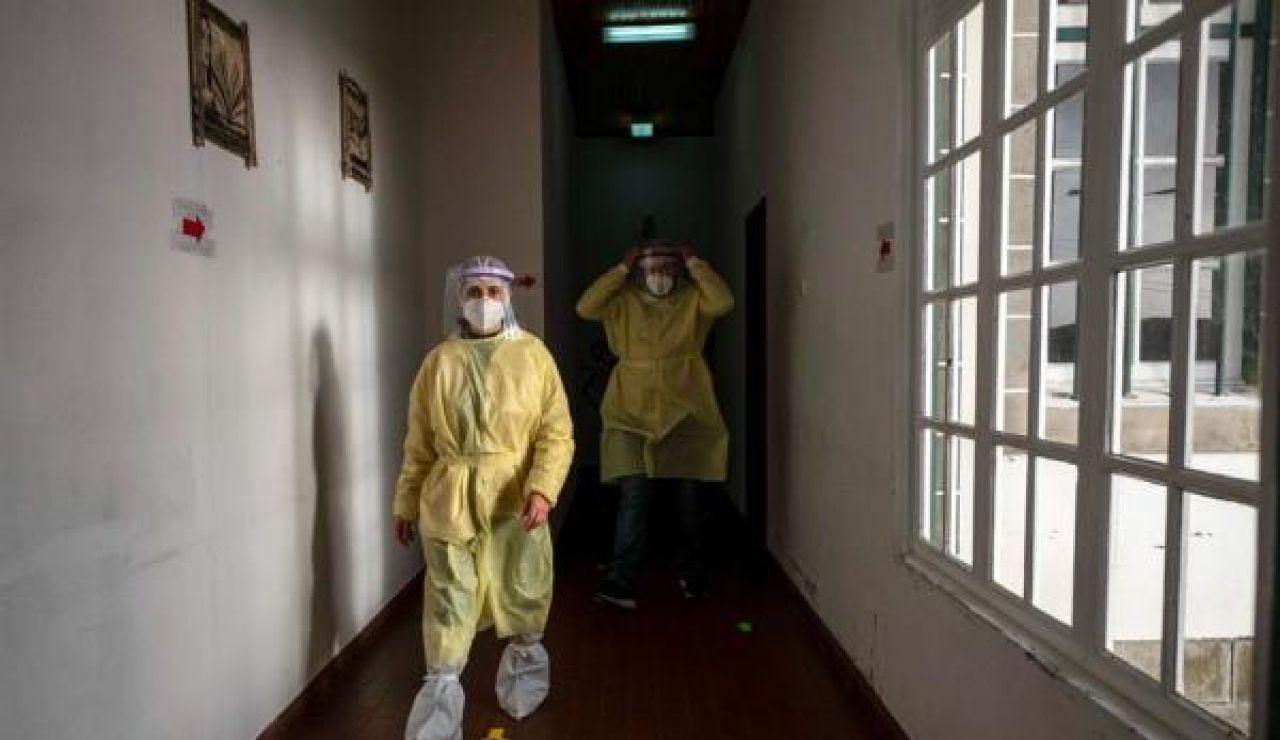 Sanitarios en un centro portugués