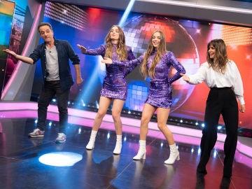 Daniel Guzmán y Nuria Roca se atreven con el baile de moda de TikTok gracias a las Twin Melody