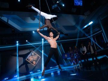 """Acrobacias aéreas: Sebas y Ramen, protagonistas de unas """"barbaridades colgados de una cinta"""""""