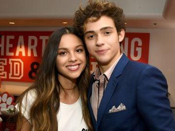 Olivia Rodrigo y Joshua Bassett en la serie de 'High School Musical'