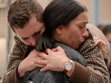 Manolita, por fin abraza a su hijo