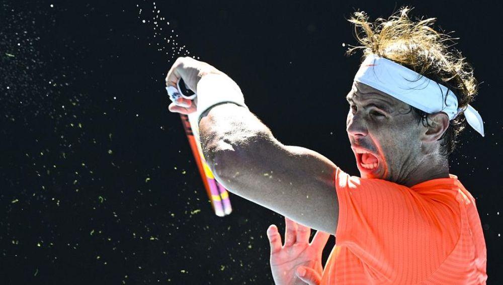 Rafa Nadal vence a Laslo Djere a pesar de sus molestias en su debut en el Open de Australia