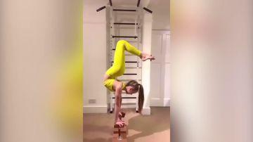 VÍDEO: Una niña contorsionista se vuelve viral al doblar sus piernas y cuerpo de formas imposibles