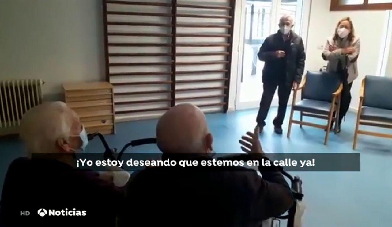Varias residencias de Extremadura que han completado la vacunación retoman las visitas de familiares
