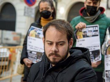 Almodóvar, Serrat o Javier Bardem, entre los 200 firmantes de un manifiesto que pide la libertad de Pablo Hasel