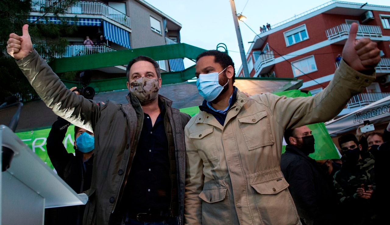 Santiago Abascal e Ignacio Garriga en un acto electoral de Vox.