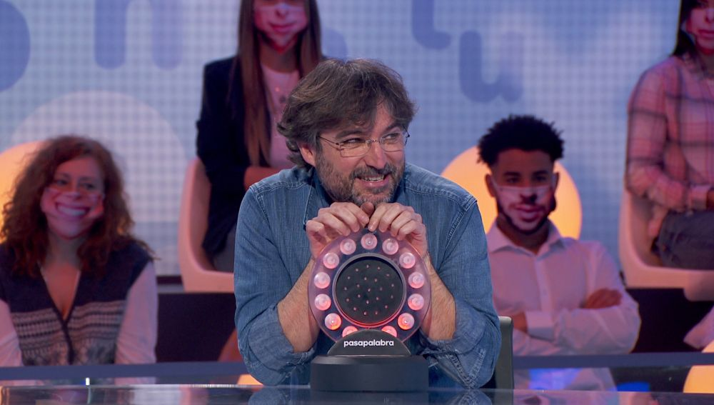 """Jordi Évole, tras protagonizar un momento mágico con Roberto Álamo: """"Me estáis tangando"""""""