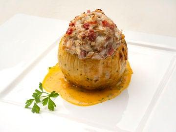 """La receta de Arguiñano que """"os va a llamar la atención"""": cebollas rellenas asadas"""