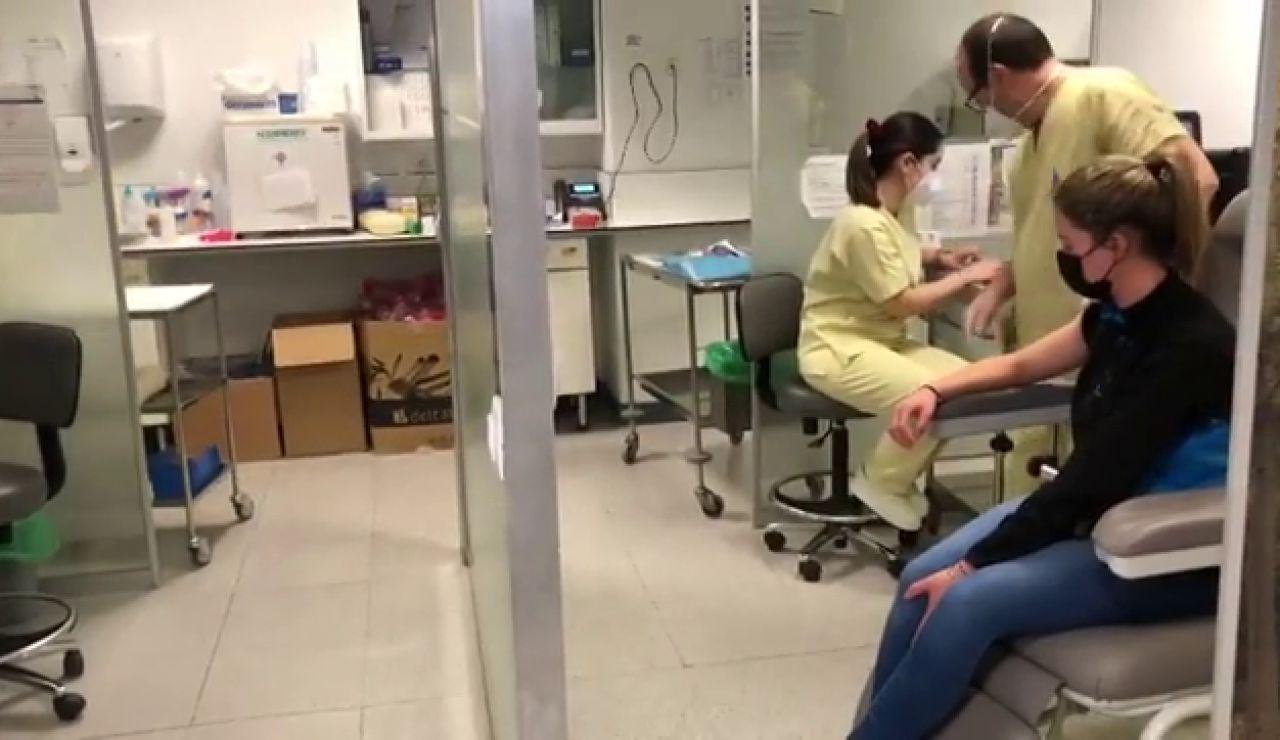 Galicia inicia la vacunación del personal de ayuda en el hogar con AstraZeneca
