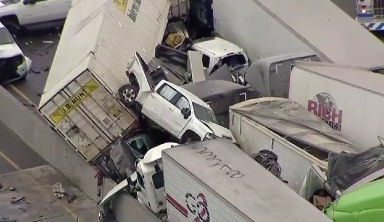 Al menos 5 muertos y varias personas atrapadas en un accidente múltiple en Texas