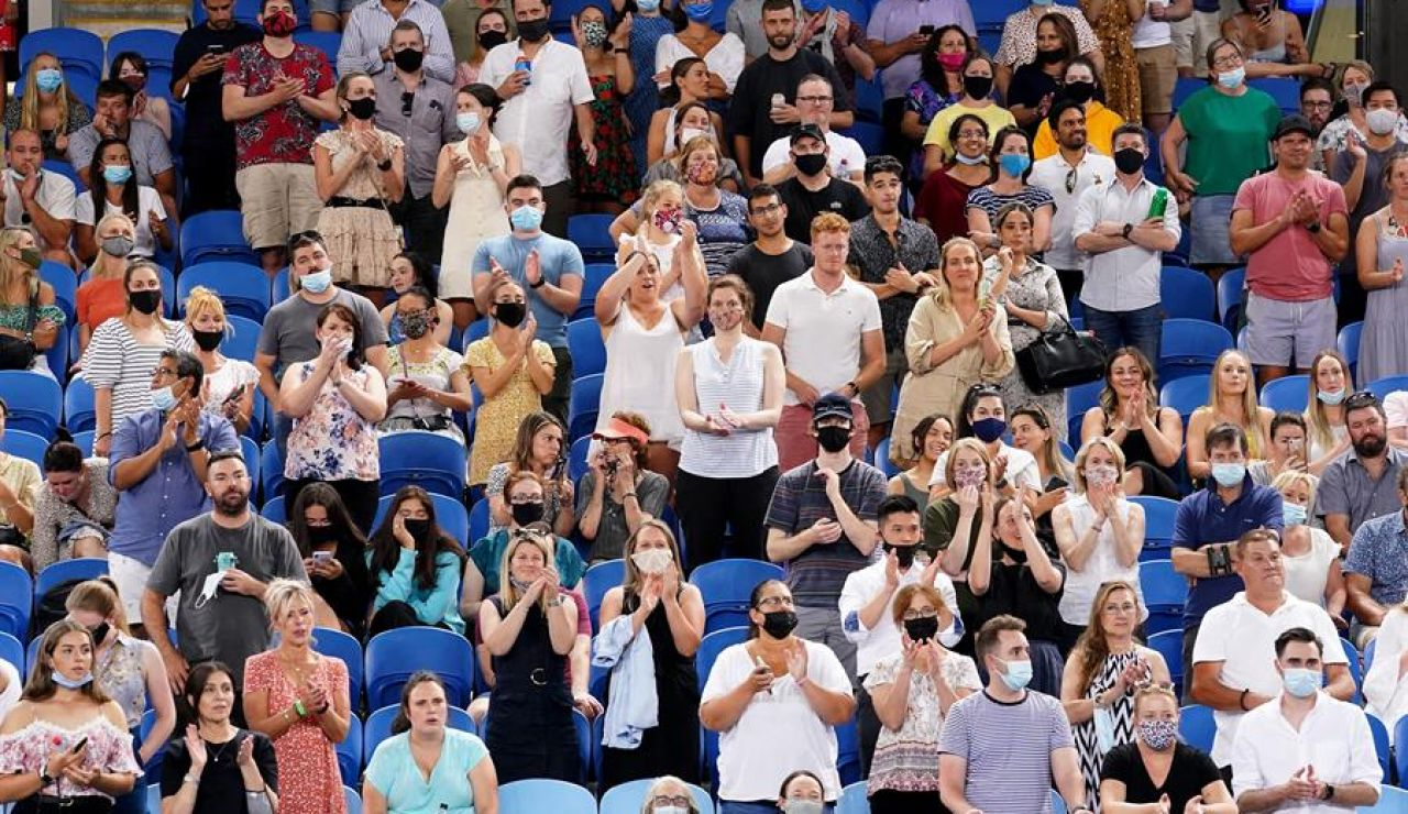 Melbourne se confina por un rebrote de coronavirus y el Open de Australia sigue pero sin público en las gradas