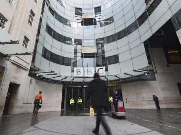 Las autoridades británicas plantean una reestructuración en la 'BBC' tras conocerse los engaños de un periodista a Diana de Gales