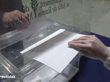 Se entregan casi 34.000 alegaciones de miembros de mesas de las elecciones de Cataluña que piden no acudir