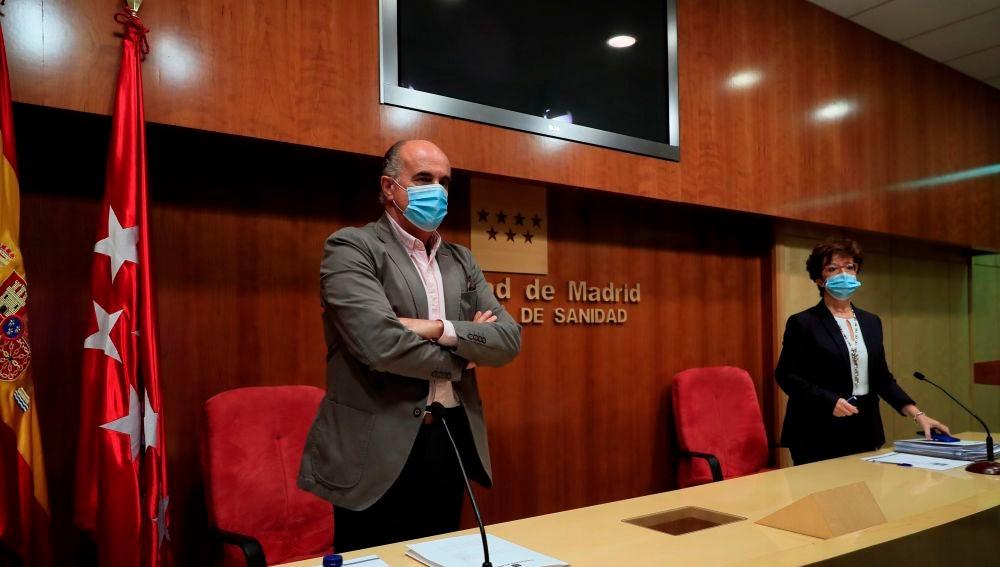 El viceconsejero de Salud Pública y Plan COVID-19, Antonio Zapatero y la directora general de Salud Pública, Elena Andradas.