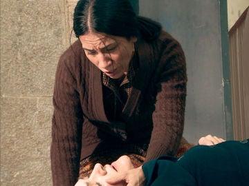 Manolita se revela en el motín y pide auxilio a gritos