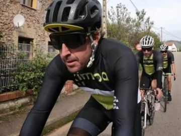 Fernando Alonso sufre fractura de mandíbula y daños en varios dientes tras ser atropellado cuando iba en bicicleta