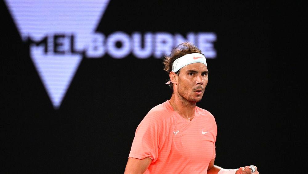 Rafa Nadal celebra un punto contra Cameron Norrie en los dieciseisavos de final del Open de Australia