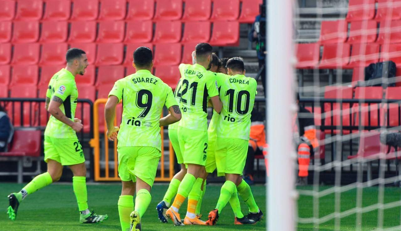 Los jugadores del Atlético de Madrid celebran un gol ante el Granada