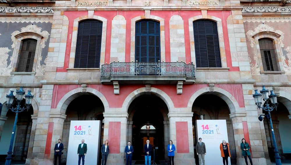 13/02/2021 10:30 (UTC) Crédito: EFE Fuente: EFE Autor: Alberto Estévez Temática: Política » Elecciones Política » Partidos Política » Regiones/Autonomías Ignacio Garriga (Vox), Alejandro Fernández (PPC), Jessica Albiach (En Comú-Podem), Pere Aragonès (ERC), Carles Carrizosa (Ciudadanos), Àngels Chacón (PDeCAT), Salvador Lila (PSC), Dolors Sabater (CUP), y Laura Borràs (JxCAT), posan ante la fachada del Parlament. EFE/Alberto Estévez