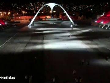 El famoso Sambódromo de Río de Janeiro se ilumina vacío en Carnaval en homenaje a las víctimas de coronavirus