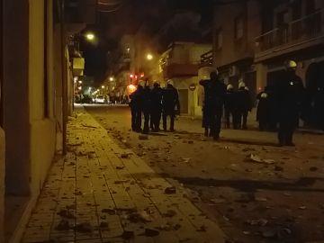 Prisión preventiva para los dos policías que supuestamente propinaron una brutal paliza a un hombre y su hija menor de edad