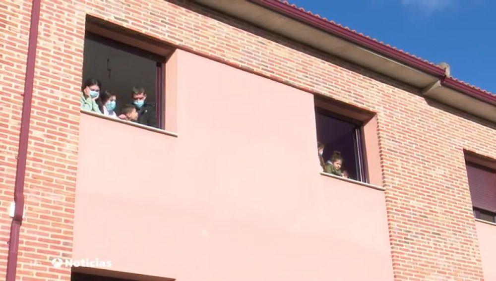 Así es Pueblos Madrina, la iniciativa que acoge a familias desfavorecidas con niños en pueblos de la España vaciada