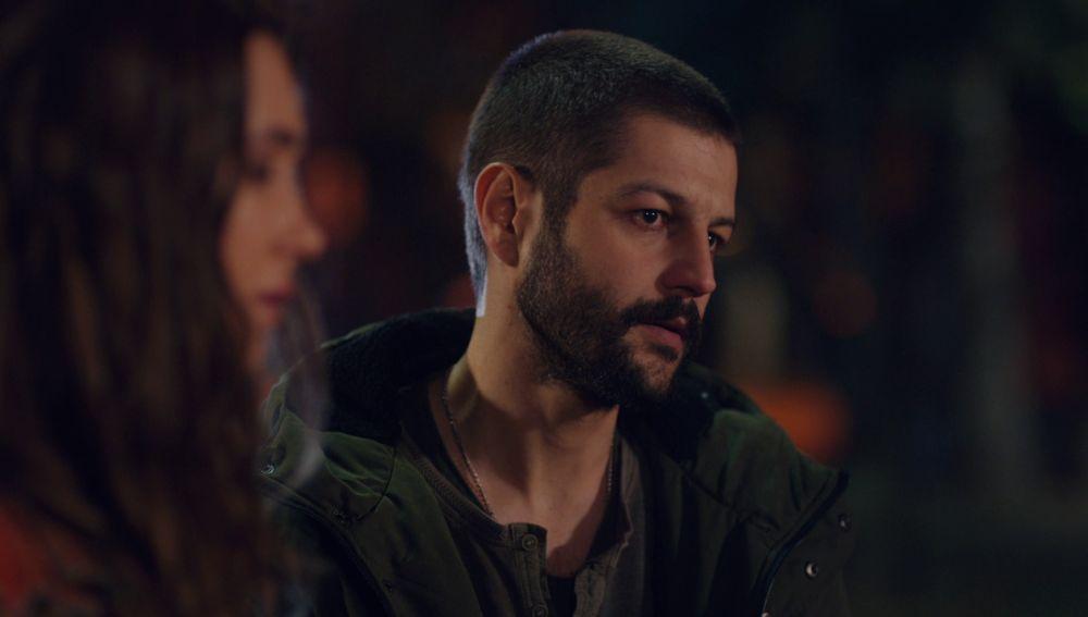 Cemal revela sus sentimientos más profundos en una conversación con Candan