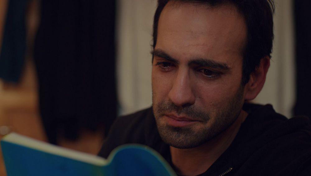Demir, desolado al descubrir el diario de Öykü