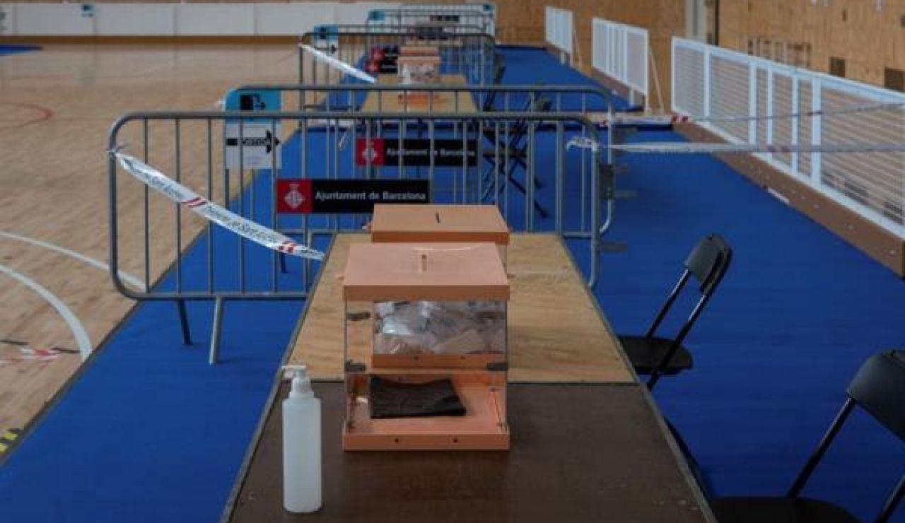 Mesa electoral del pabellón Camp del Ferro del barrio de Sant Andreu de Barcelona