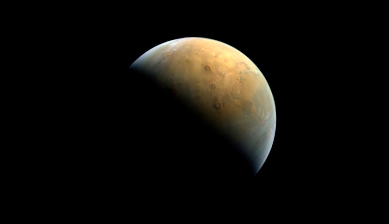 Primera imagen de Marte de Emiratos Arabes