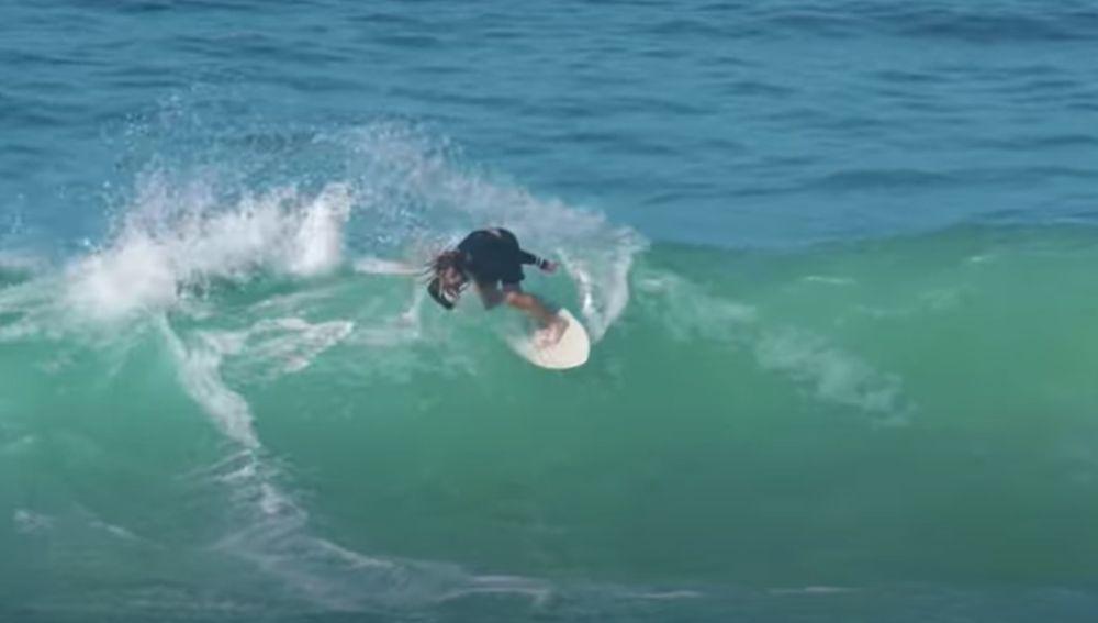 Austin Keen, el número 1 del mundo en skimboarder: el espectacular deporte que mezcla skate y surf