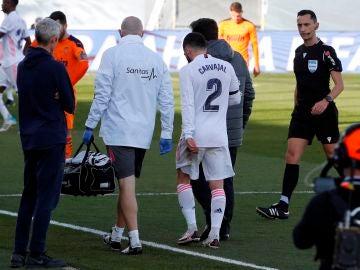 Dani Carvajal se retira lesionado en el partido ante el Valencia