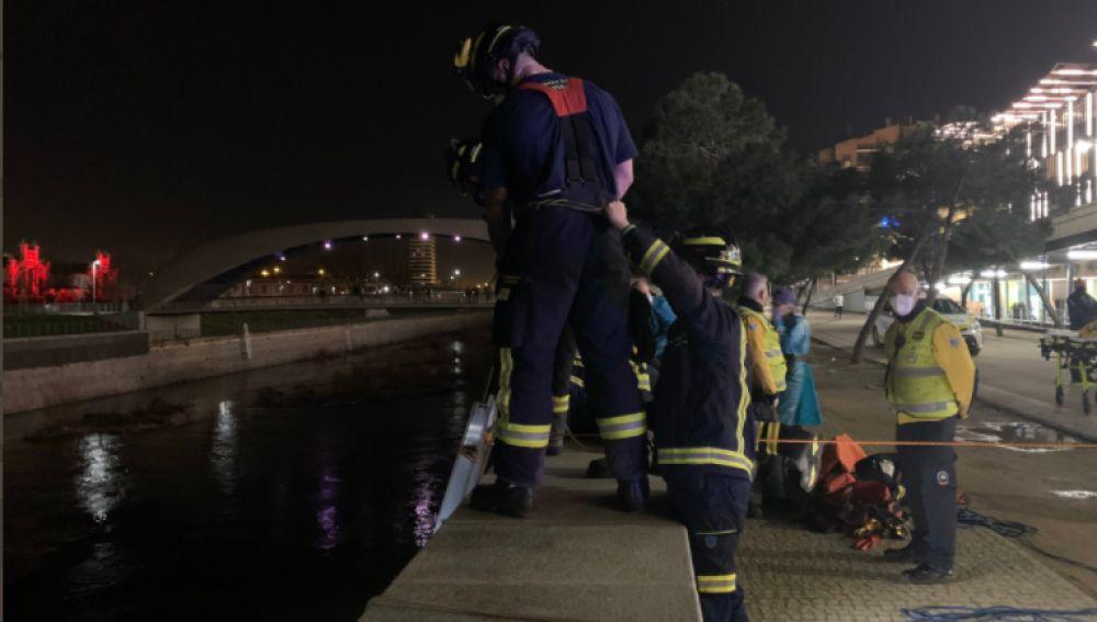 Un hombre cae al río Manzanares de Madrid