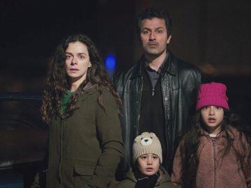 Bahar, Nisan y Doruk son descubiertos por Sarp a punto de escapar