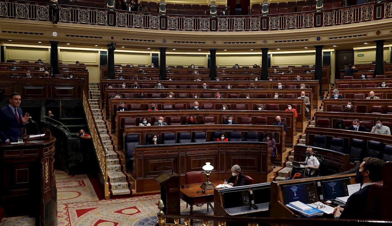 El presidente del Gobierno, Pedro Sánchez, interviene ante el pleno del Congreso de los Diputados.