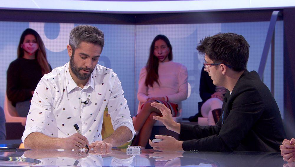 """¡A traición! Jorge Luengo sorprende con un truco en 'Pasapalabra': """"Eres un genio"""""""