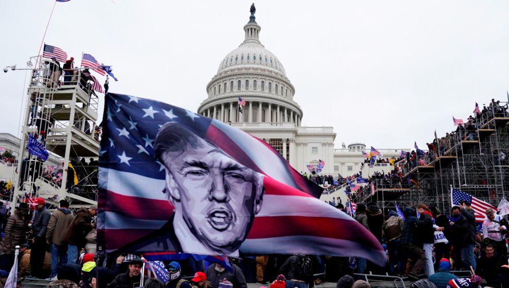 Partidarios de Donald Trump, durante el asalto al Capitolio