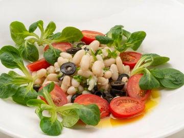 Las vinagretas de Arguiñano están de moda: hoy con la receta de ensalada de alubias blancas