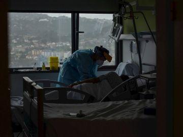 Datos del coronavirus en España: La incidencia de contagios desciende de los 400 casos