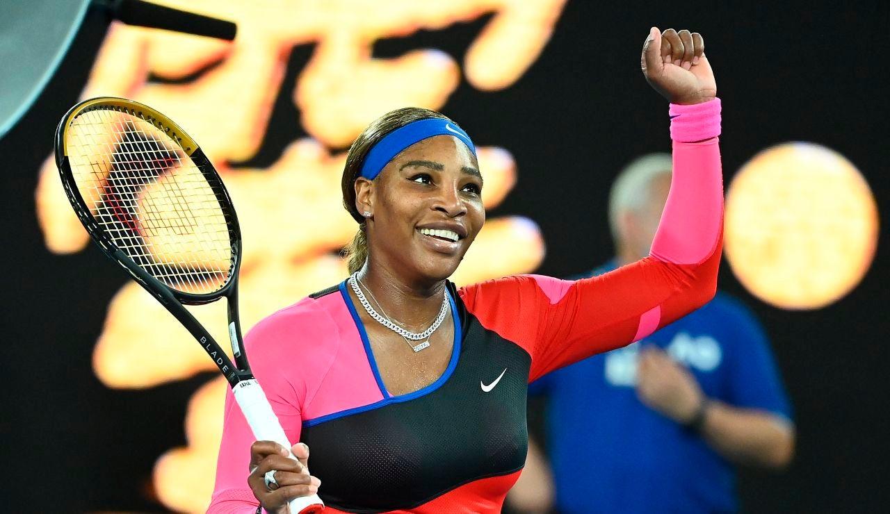 Serena Willams celebra su victoria ante Simona Halep en el Open de Australia