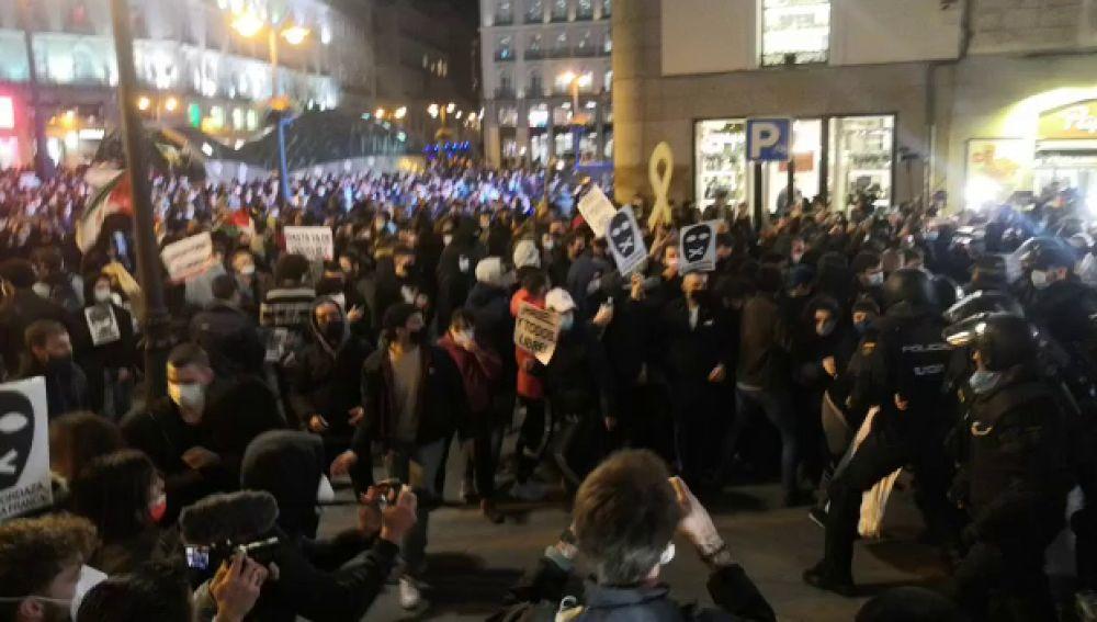 Enfrentamientos entre la policía y seguidores de Pablo Hasél en el centro de Madrid