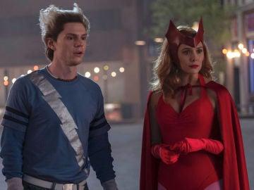 Evan Peters y Elizabeth Olsen en 'WandaVision'
