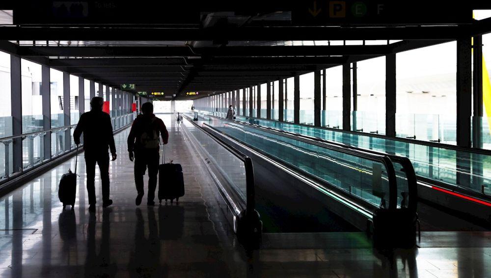 España impone cuarentena obligatoria a los pasajeros procedentes de Brasil y Sudáfrica