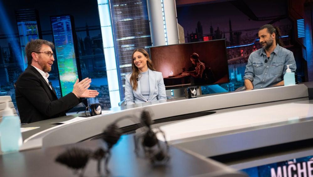 """Michelle Jenner y Hugo Silva se ponen tiernos al hablar de 'Los hombres de Paco': """"Es como estar con la familia"""""""