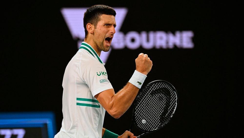 Novak Djokovic elimina a Aslan Karatsev y se mete en la final del Open de Australia