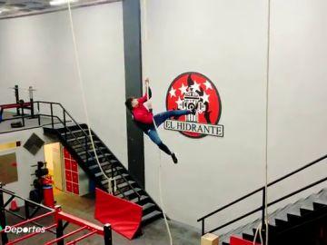 """Kike, el bombero número 1 de su promoción en la prueba de la cuerda: """"Lo que ayuda a subir rápido es la pierna"""""""