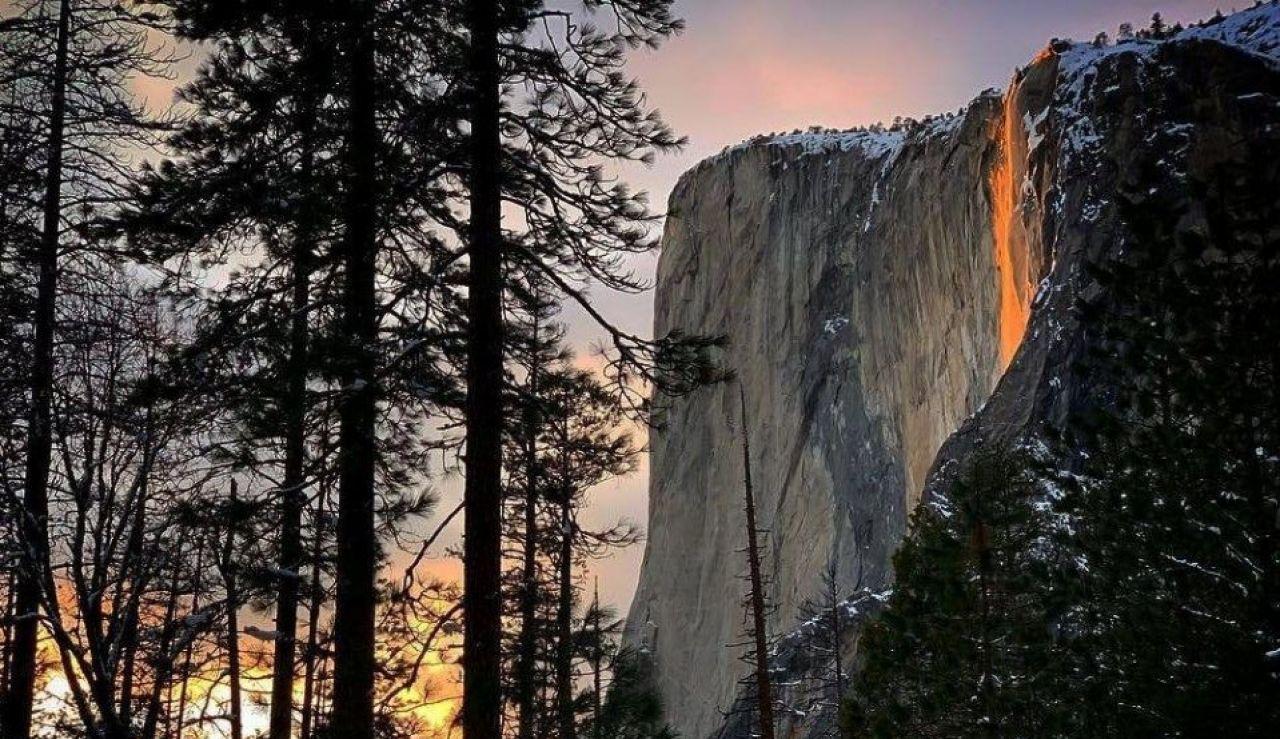 El espectáculo de la cascada de fuego en el Parque de Yosemite